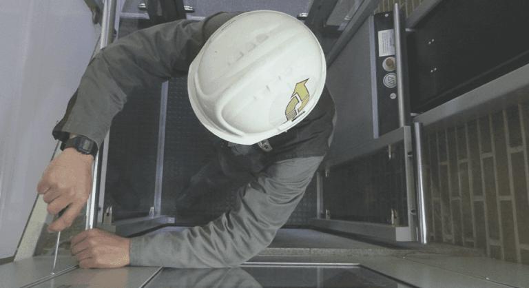 Mantenimiento de ascensores: ¿qué es un cuadro de maniobra?